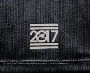 バック裾ロゴ